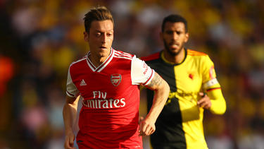 Özil volvió a jugar un partido de Premier.