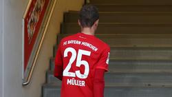 Thomas Müller saß auch gegen den FC Augsburg zunächst auf der Bank