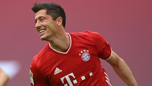 Robert Lewandowski trifft gegen Frankfurt dreifach