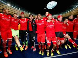 Die Spieler von Bayern München feiern den 24. Meistertitel