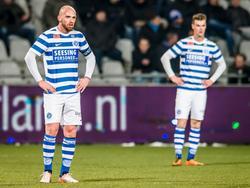 Bryan Smeets kan wel door de grond zakken als hij via een eigen doelpunt FC Den Bosch aan een 0-1 voorsprong helpt. (20-01-2017)