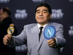Diego Maradona antes del cruce de octavos entre Madrid y Nápoles. (Foto: Getty)
