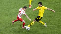 Dani Olmo von RB Leipzig (l.) soll das Interesse des FC Barcelona geweckt haben