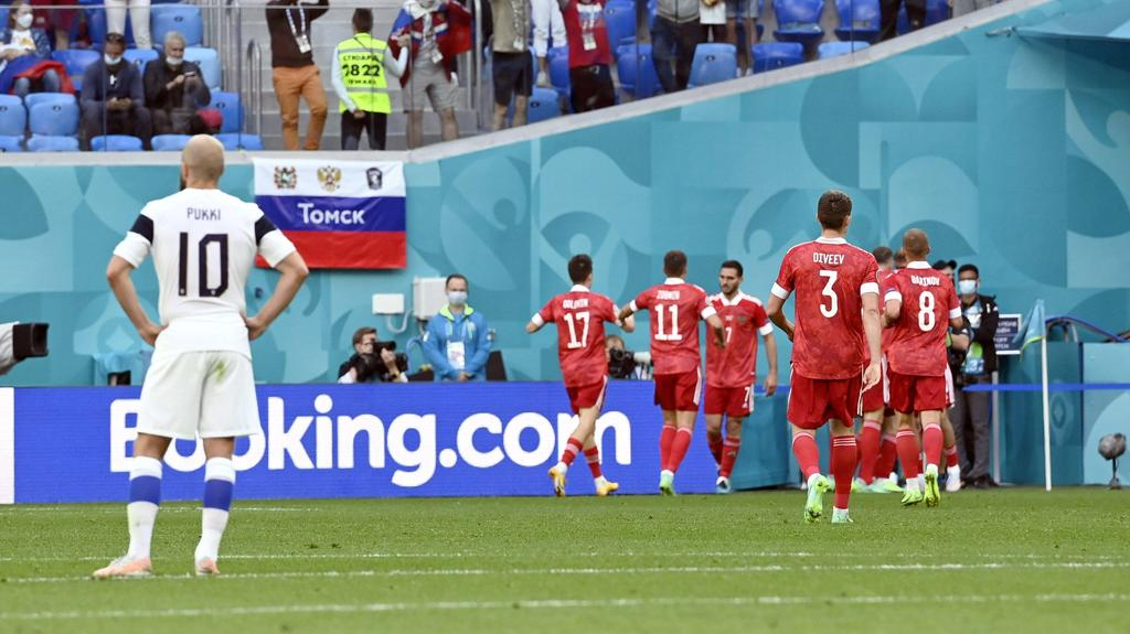 Russland hat Finnland zum Auftakt des 2. EM-Spieltags knapp geschlagen