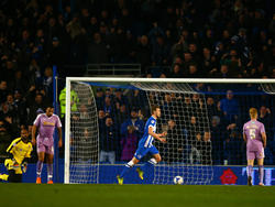 Brightons James Wilson feiert seinem 1:0-Siegtreffer im Championship-Heimspiel gegen Reading FC. Brighton & Hove Albion klettert durch den Erfolg auf Platz zwei. (15.03.2016)