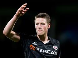 Wout Weghorst kan niet aanzien dat zijn ploeg op achterstand staat tegen FC Dordrecht en vraagt om de bal. (04-04-2015)