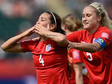 Fara Williams celebra su diana desde el punto de penalti. (Foto: Getty)