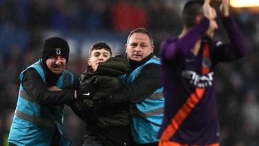 Fans stürmten beim Spiel zwischen Swansea City und Manchester City das Spielfeld