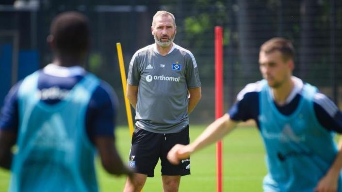 HSV-Coach Tim Walter sieht den FC Schalke 04 und Werder Bremen als Favoriten