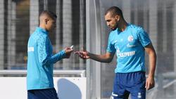 Amine Harit (li.) und Nabil Bentaleb spielen gemeinsam beim FC Schalke 04