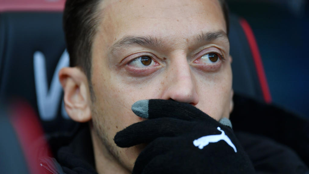 Mesut Özil hat sich womöglich beim Fortnite-Zocken verletzt