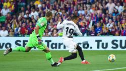 Rodrigo Moreno anota frente al Barça en la final de Copa.