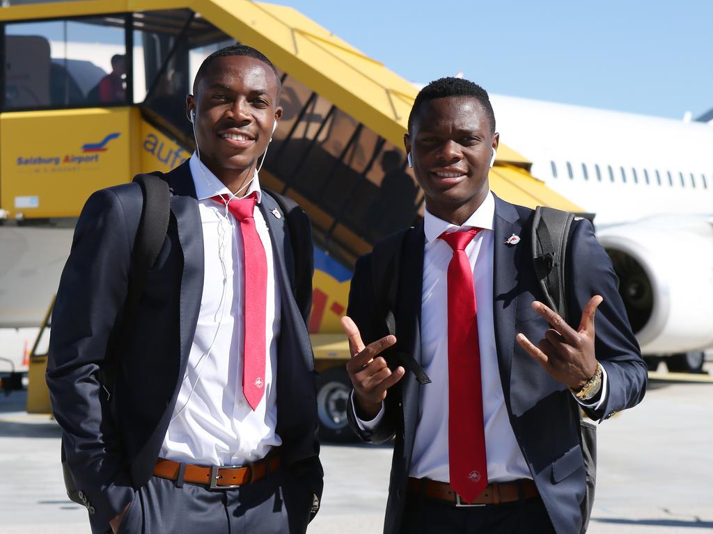 Enock Mwepu (li.) und Patson Daka (r.) dürfen sich Hoffnungen auf den Titel machen