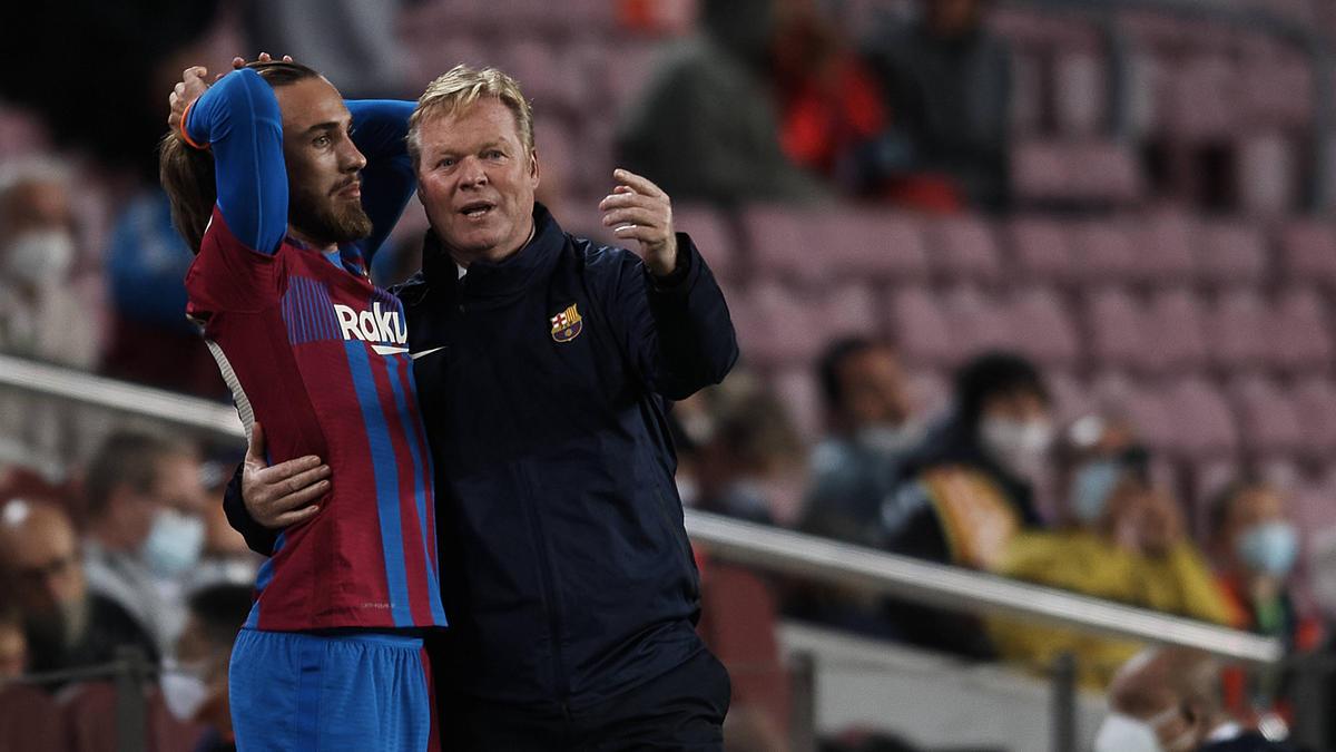 Ronald Koeman (r.) steckt mit dem FC Barcelona in der Krise