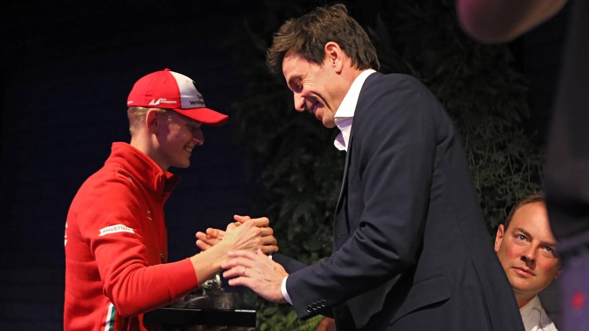 Mick Schumacher (l.) wird 2021 als Formel-1-Stammfahrer bei Haas debütieren