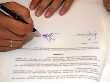 Noch zahlreiche Verträge werden Autogramme bekommen