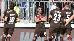 Die Spieler des FC St. Pauli jubeln über einen Treffer
