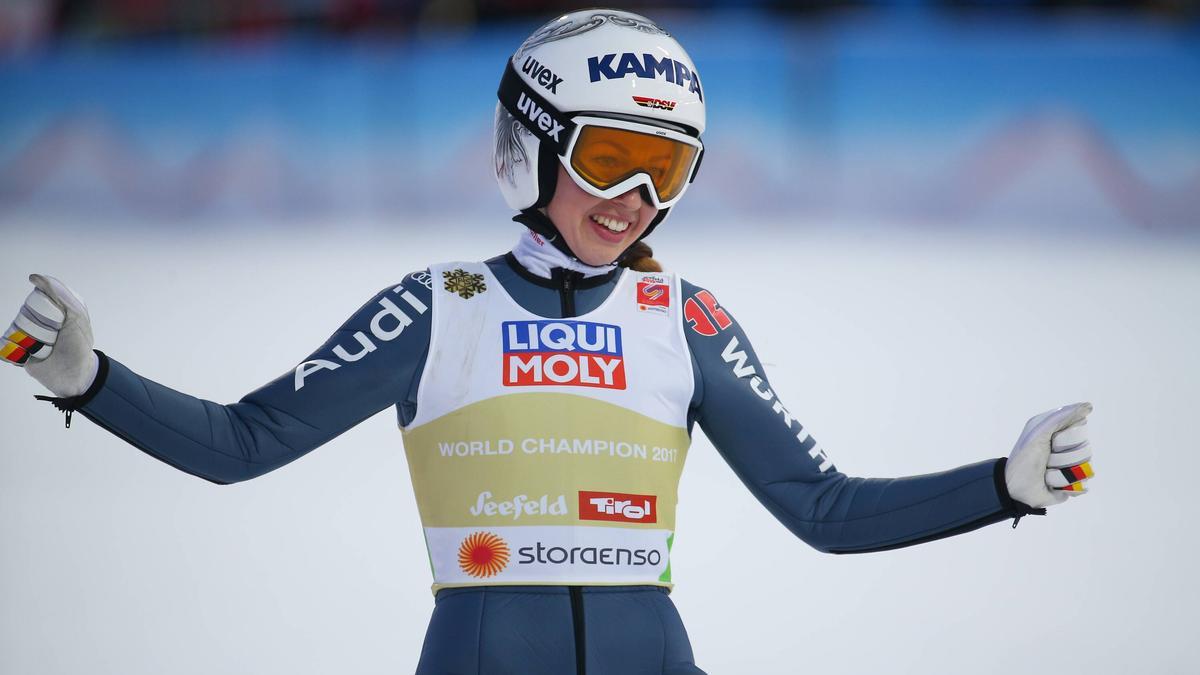 Juliane Seyfarth und die deutsche Mannschaft sind zu Gold gesprungen