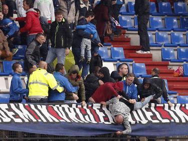 Am Rande des Spiels von Feyenoord gegen Willem II gab es Ausschreitungen