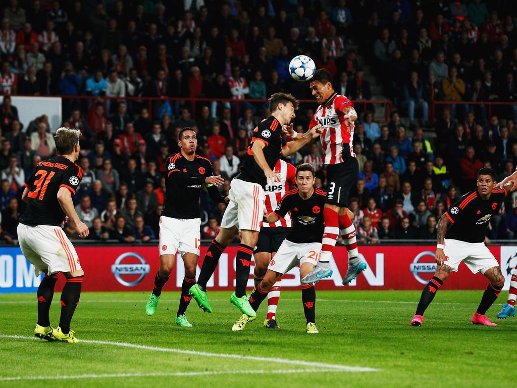 Moreno anotó con el PSV al Manchester United