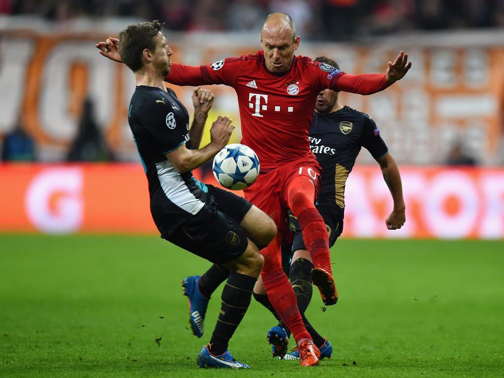 Bayern Münchens Arjen Robben (r.) weiß nicht, ob ein Einsatz für die Elftal Sinn macht