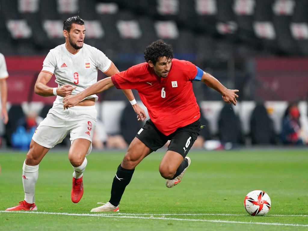 Rafa Mir dispuso de un cabezazo al final pero atrapó Mohamed El Shenawy.