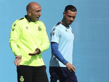 Abelardo da instrucciones a Raúl de Tomás en uno de los últimos entrenamientos.