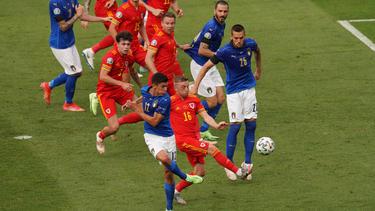 A pesar de perder con Italia, Gales pasa a octavos como segundo.