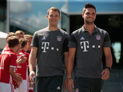 Sven Ulreich (re.) glaubt an eine erfolgreiche WM seines Bayern-Kollegen Manuel Neuer