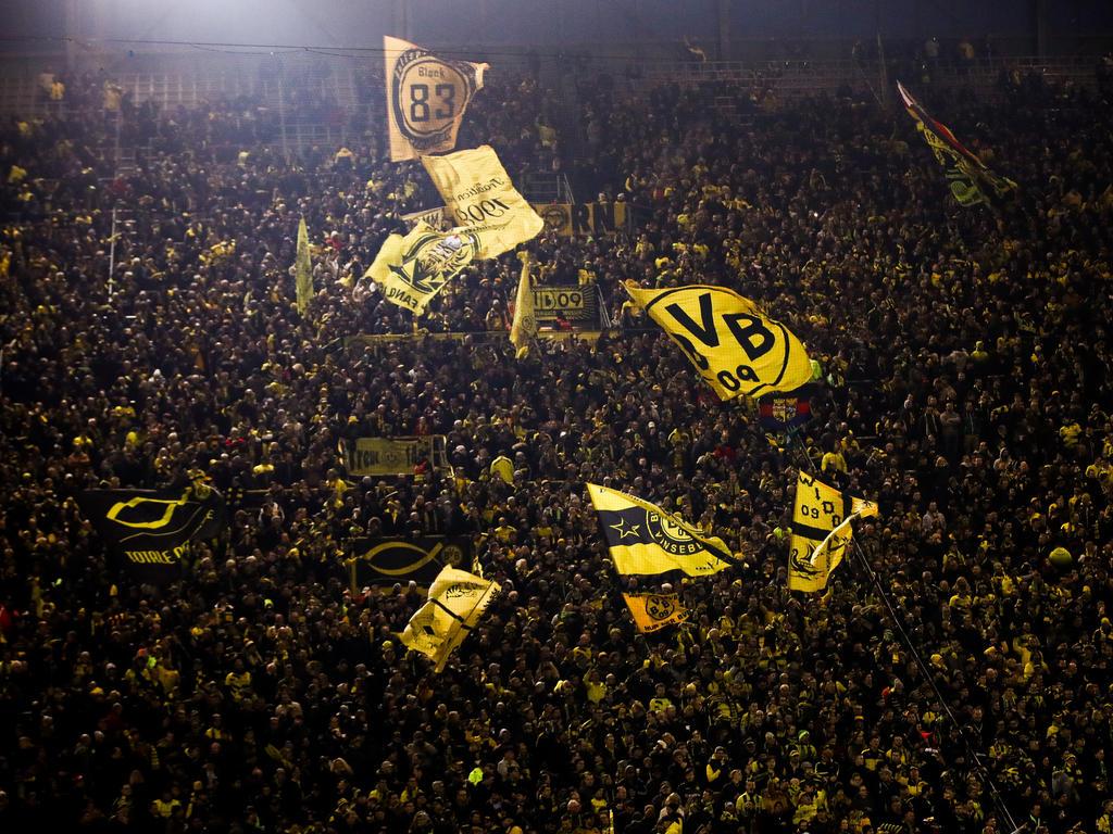Fahnenmeer auf der Südtribüne von Borussia Dortmund