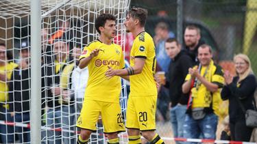 Mateu Morey (l.) erzielte in seinem ersten Spiel für den BVB einen Treffer
