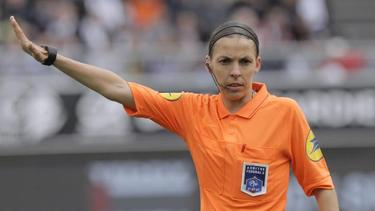 Fühlt sich bereit für ihre Premiere auf der großen Fußball-Bühne: Stéphanie Frappart