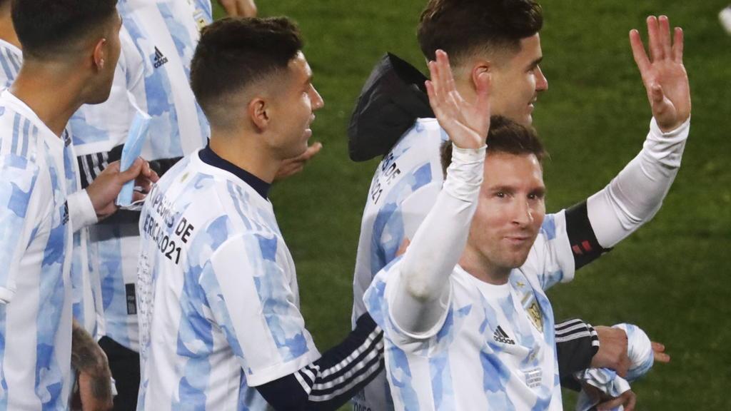 Lionel Messi (r.) führt das argentinische Aufgebot an
