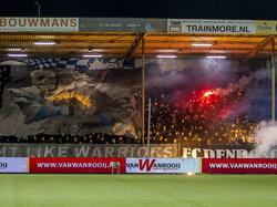 De fans van FC Den Bosch hebben voorafgaande aan de bekerwedstrijd tegen VVSB een geweldige sfeeractie in huis. (03-02-2016)