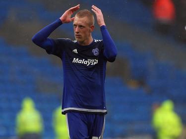 Lex Immers bedankt het publiek na afloop van het competitieduel Cardiff City - Brighton & Hove Albion. (20-02-2016)