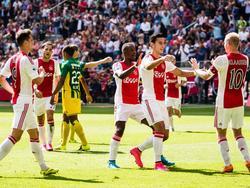 Ajax komt al snel op een voorsprong tegen ADO Den Haag. Anwar El Ghazi (tweede van rechts) scoort op aangeven van Davy Klaassen (r.). (30-08-2015)