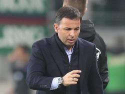 Villarreal-Trainer Javier Calleja war mit dem Rasenzustand im Rapid-Stadion nicht zufrieden