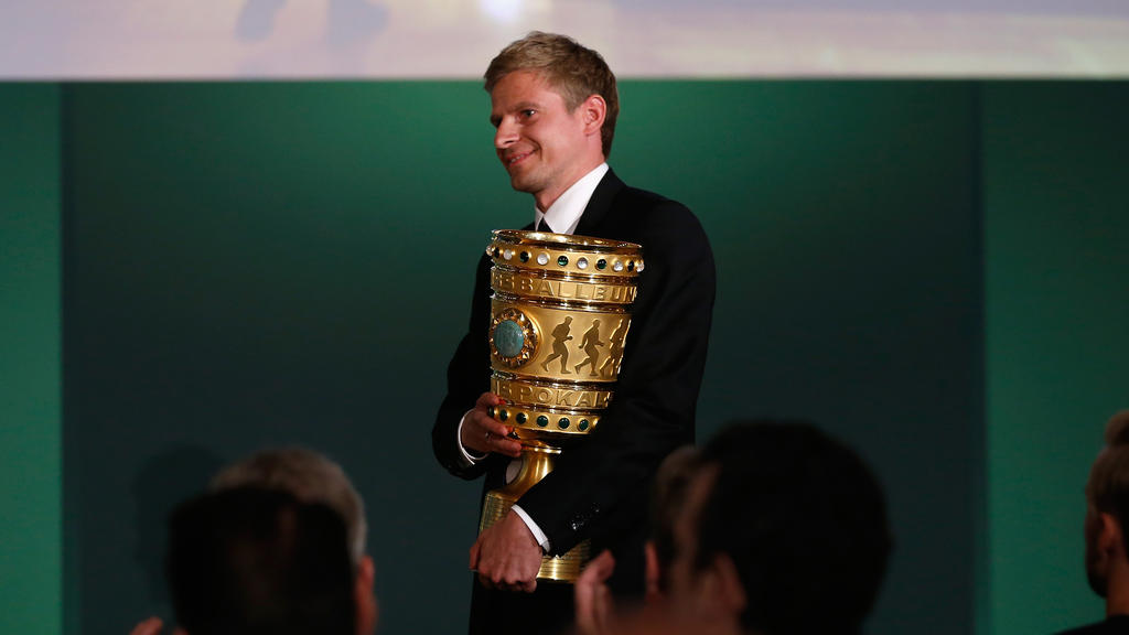 Tobias Rau bei der Ziehung der DFB-Pokal-Spiele im April 2016
