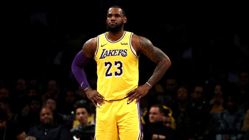 James bleibt Topverdiener der NBA