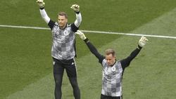 Manuel Neuer (l.) und Torwart Marc-Andre ter Stegen beim gemeinsamen Training