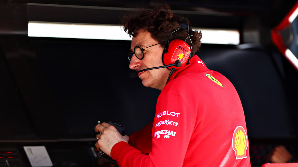 Ferrari-Boss Mattia Binotto mäkelt am Sieg von Lewis Hamilton