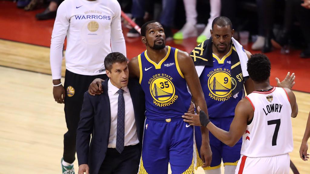 Kevin Durant musste verletzt vom Court