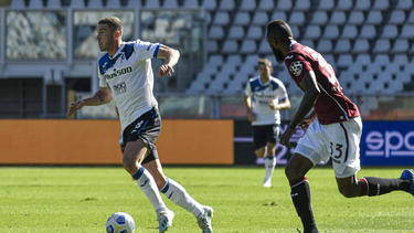 Gosens (l.) siegt mit Atalanta zum Start der Serie A
