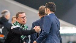 Vor dem Spiel: Gladbach Manager Eberl klatscht mit den Bayern-Verantwortlichen Salihamidzic und Flick ab