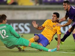 Suárez se adelantó al defensa y al arquero de a Fiore y marcó el gol. (Foto: Getty)