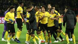 Die BVB-Spieler feierten den Sieg vor der Südtribüne