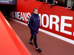 Valverde salta al césped de Anfield para dirigir la sesión. (Foto: Getty)