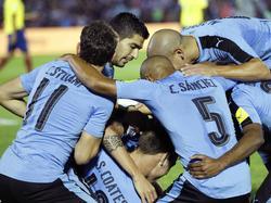 Con esta victoria Uruguay llega a 23 puntos y pelea palmo a palmo con Brasil. (Foto: Getty)