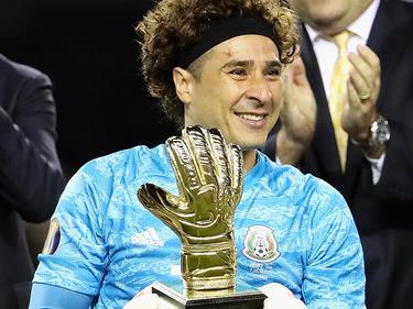 Ochoa ganó el 'Guante de Oro' al mejor portero de la Copa de Oro.