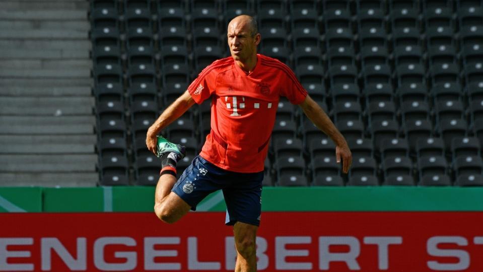 Ex-Bayern-Spieler Arjen Robben schwimmt für guten Zweck